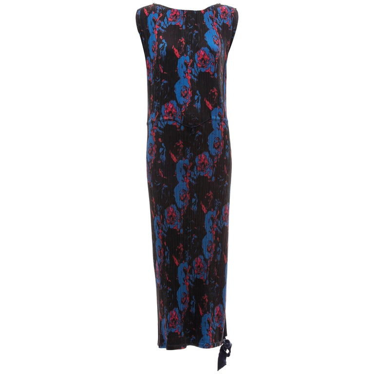 Issey Miyake Sleeveless Navy Blue Printed Silk Pleated Dress, Spring 2007 For Sale