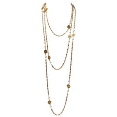 1984 Chanel gilded metal long sautoir with stars and pearly beads