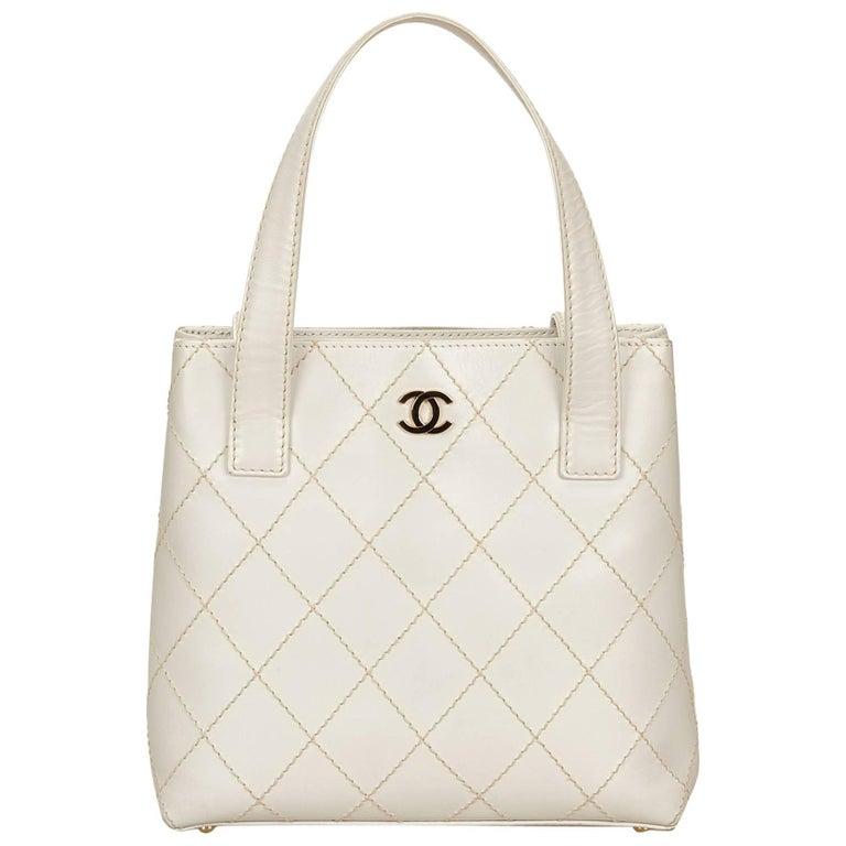 860efc3f605a Chanel White Leather Surpique Handbag For Sale at 1stdibs