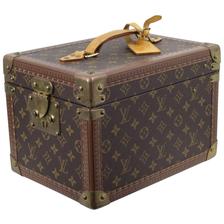 37a3702008b8 Louis Vuitton vanity Case Vintage Trunk For Sale at 1stdibs