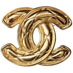 1990s Chanel gilded metal brooch