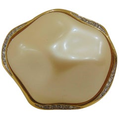 1980s Givenchy gold tone faux pearls pin
