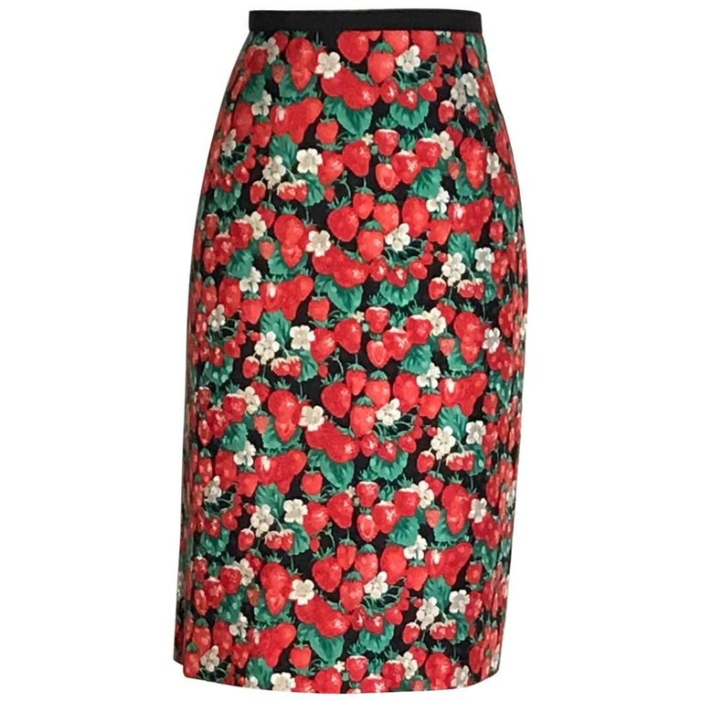 4592b424fee767 Dolce & Gabbana Strawberry Print Silk Pencil Skirt Black and Red For Sale