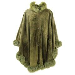1980s Les Fourrures Du Claridge Green Suede Cape hemmed with Fox Fur