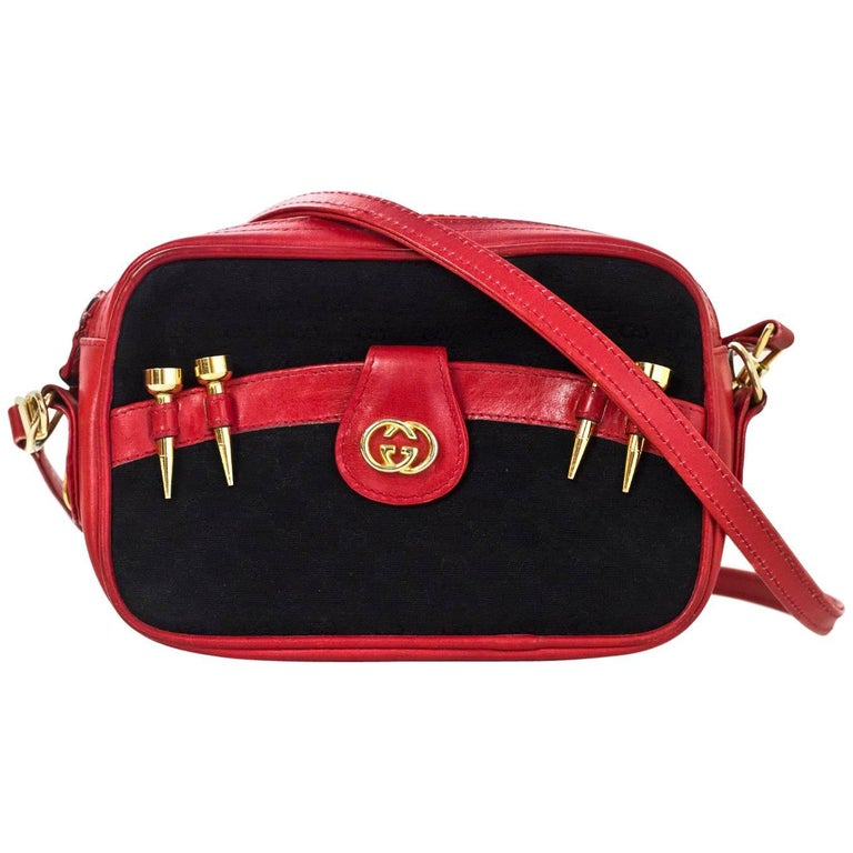 d32fa5caf392 Gucci Vintage Black & Red Monogram Golf Themed Crossbody/Waist Bag For Sale