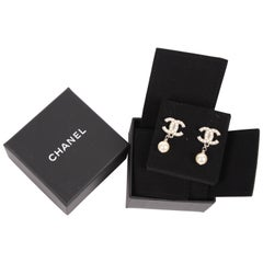 Chanel CC Logo Pearl Earrings - silver