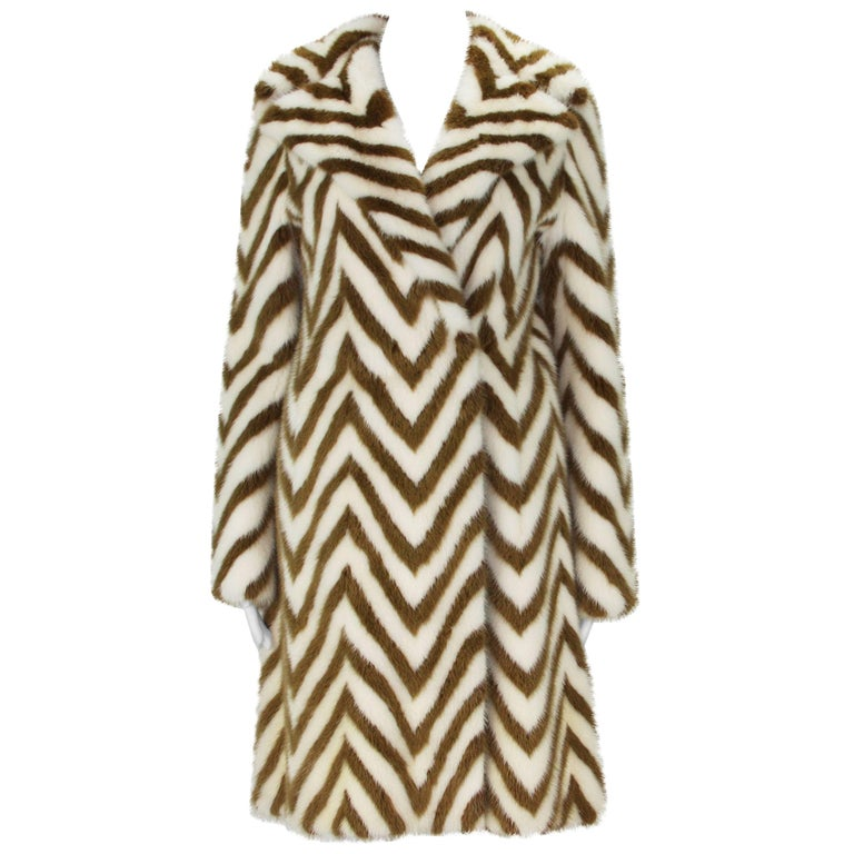 Museum in Italy F/W 2000 Tom Ford for Gucci Mink Chevron Pattern Coat It size 38 1