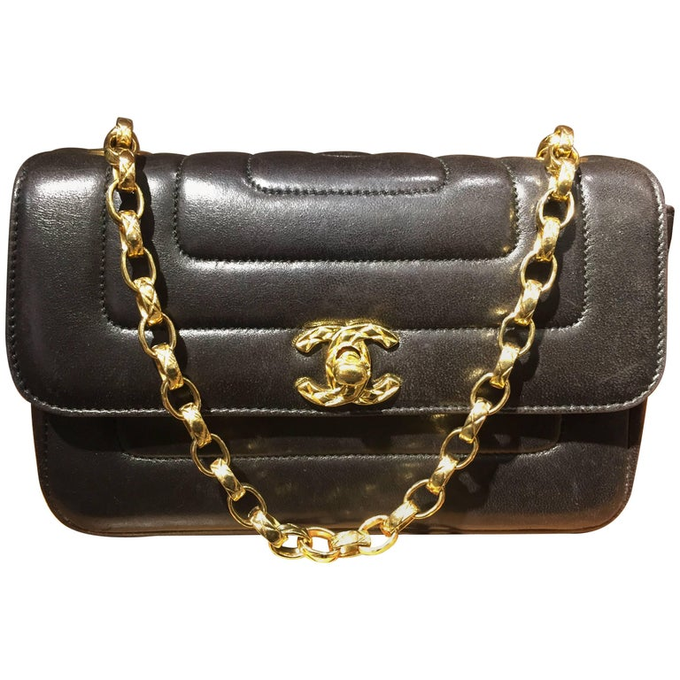 Chanel Black Lambskin Leather Diana Shoulder Bag For Sale at 1stdibs a1b5f86994