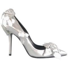 "ROGER VIVIER 9 Silver Leather Pointed Toe ""Privilege Porcelaine"" Flower Pumps"