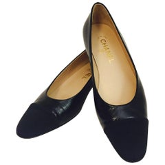 Classic Chanel Black Leather Flats With Black Grosgrain Cap Toes