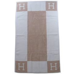 Rare Hermès Avalon Face Towel Créme and Noisette Color 99 cm x 57 / Brand New