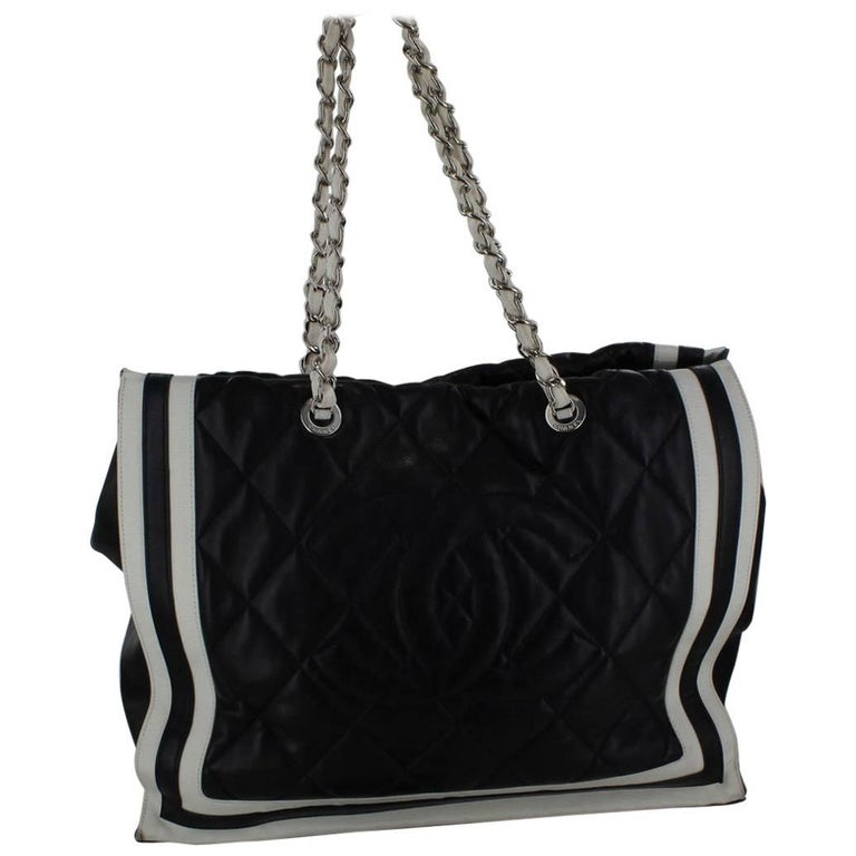 CHANEL Tote Bag in Smooth Blue Lamb Leather