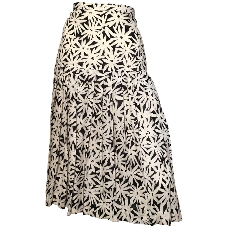 Emanuel Ungaro Linen Black & White Flower Pleated Skirt Size 8.