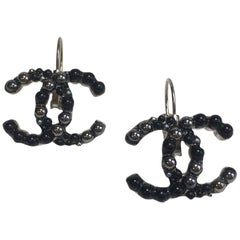 CHANEL CC Stud Earrings in Silver Metal and Black and Silver Gray Pearls