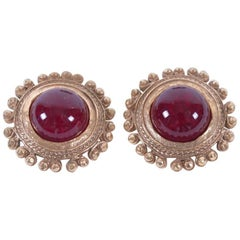 CHANEL Vintage Clip-on Earrings in Gilded Hammered Metal and Ruby Molten Glass