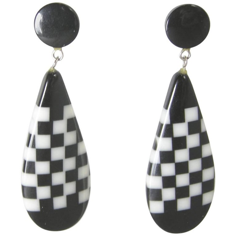Vintage 1980s Black and White Plastic Dangling Earrings