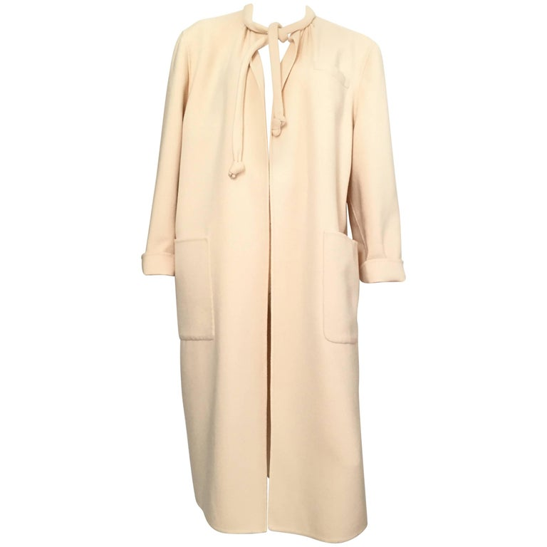 Salvatore Ferragamo Cream Wool Cocoon Coat with Pockets Size 10 For Sale