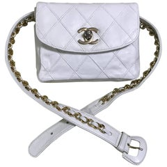 Chanel Vintage white leather waist purse, fanny pack, hip bag with golden CC