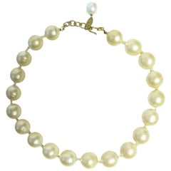1980s Chanel large faux pearl necklace