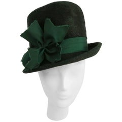 1940s Emerald Green Felt Hat with Decorative Bow