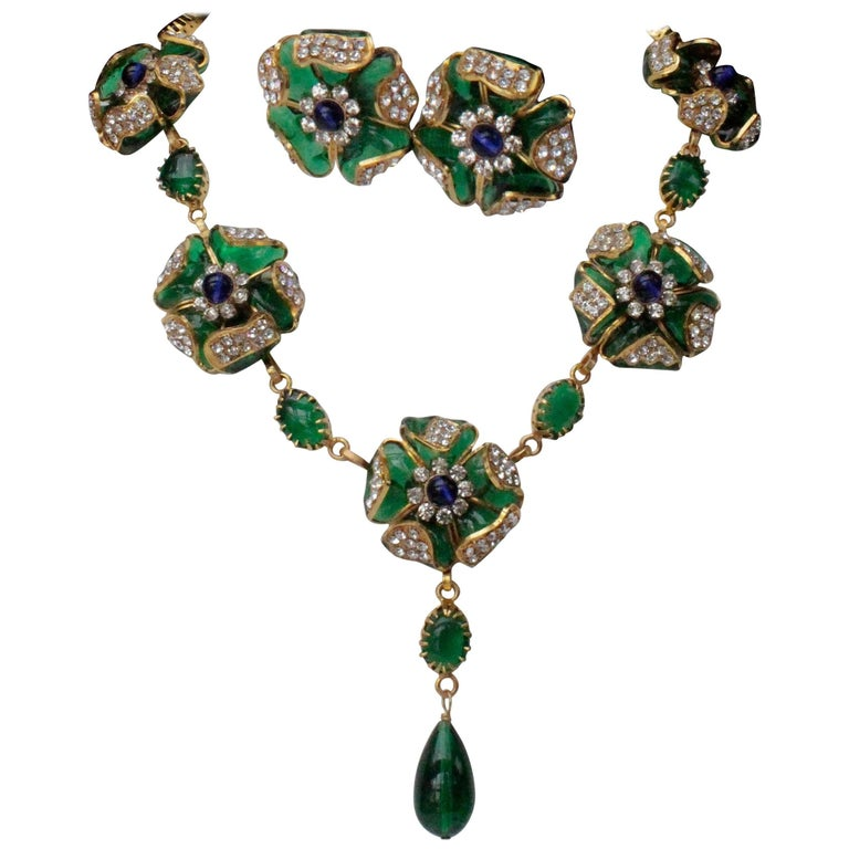 1980s Chanel exceptional glass paste demi-parure from Gripoix workshop For Sale