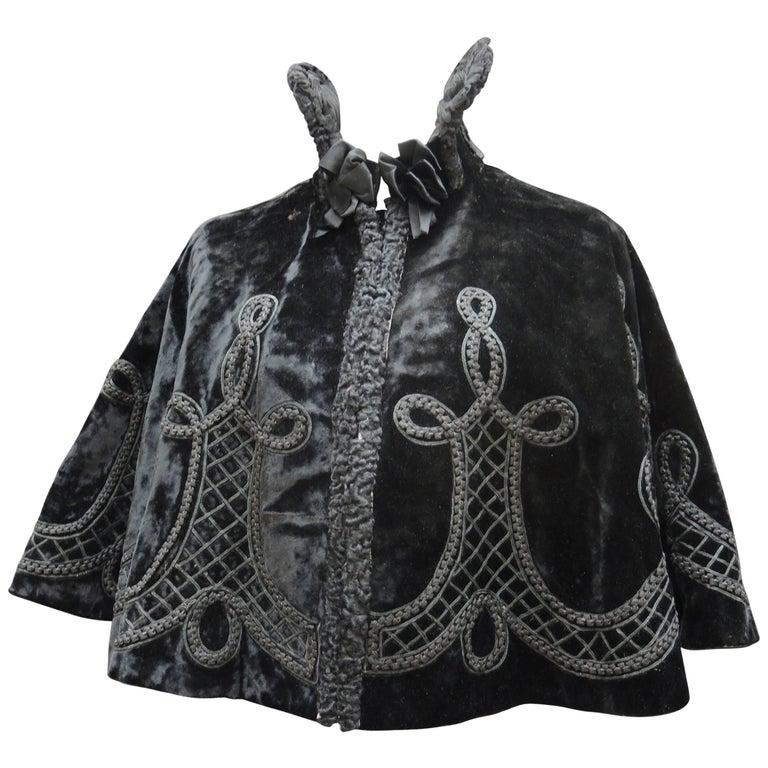 19th Century American Victorian Black Silk Velvet Embroidered Capelet