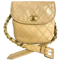 Vintage CHANEL beige leather waist purse, fanny pack, hip bag with golden CC.