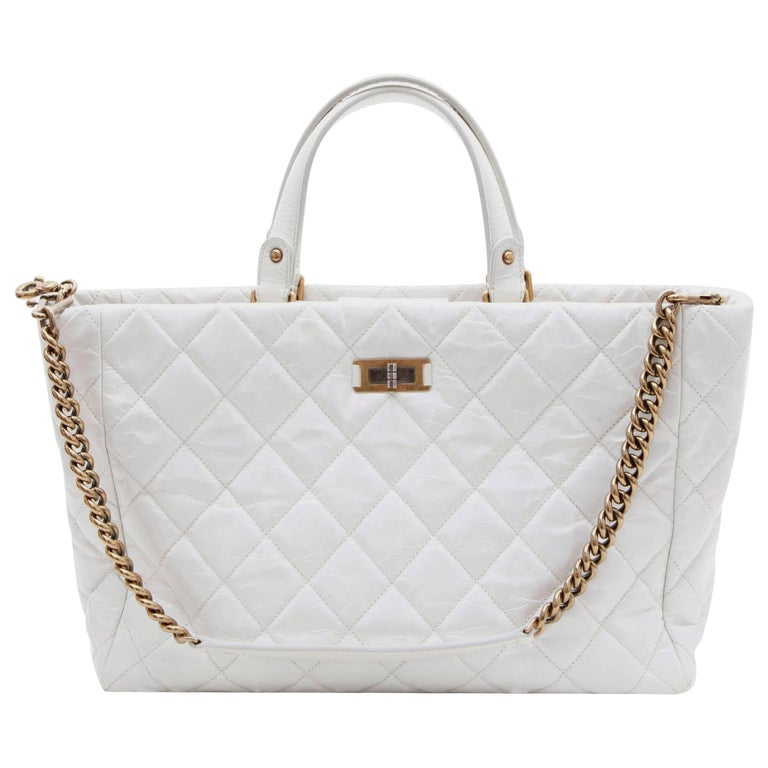 8e70a07e88a3 CHANEL Tote Bag in Aged White Patent Leather For Sale at 1stdibs