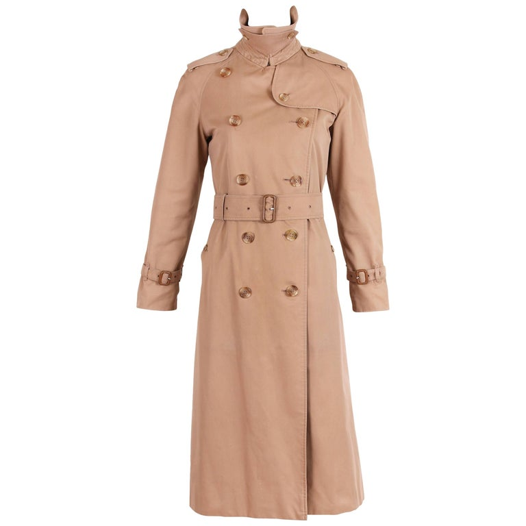 d39bc7d8f Burberry Trench Coat in Camel with Plaid Interior Lining For Sale