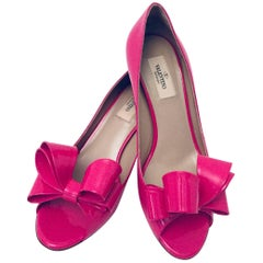 Valentino Fuchsia Patent Leather Peep Toe Low Pumps With Bows