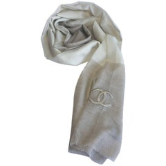 CHANEL Shawl with Small fringes in Ecru and Dark Beige Cashmere