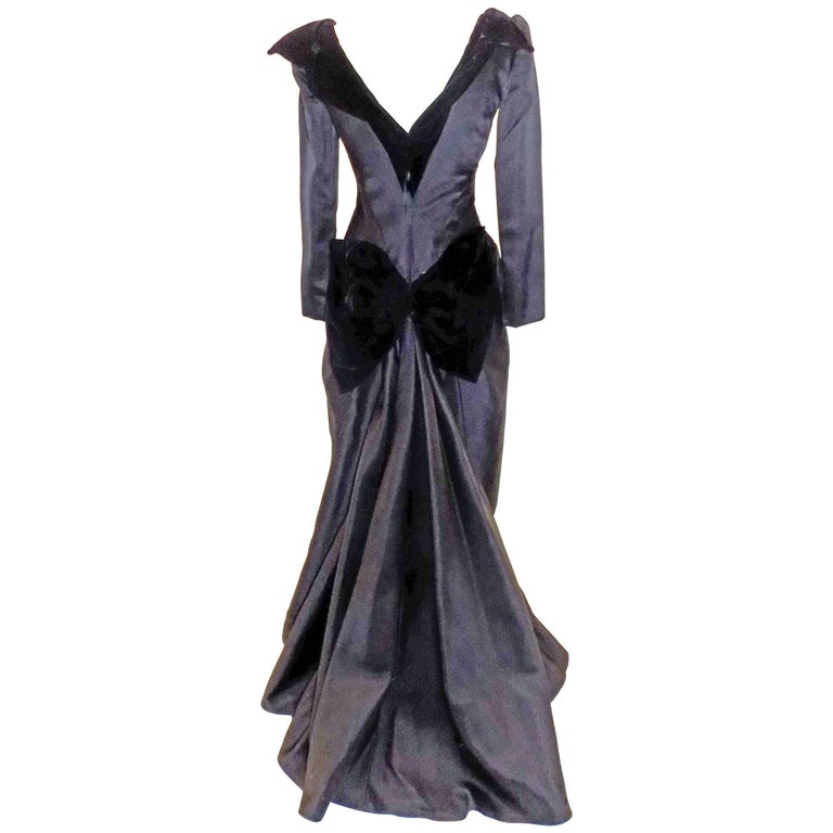Oscar de la Renta Vintage  Black silk gown w velvet details For Sale