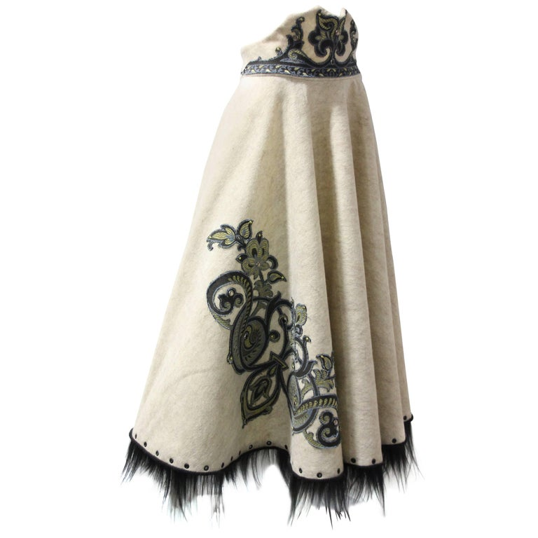 1950s-Style Felt Circle Skirt w Scroll-Work Applique and Black Fur Trim