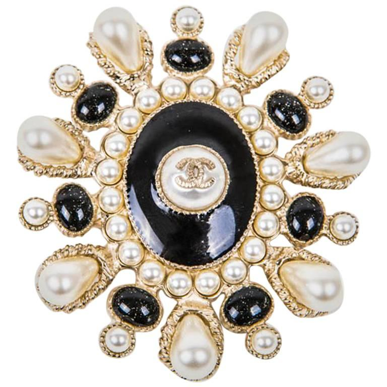 brooch chanel i gold tradesy crystal channel hardware with