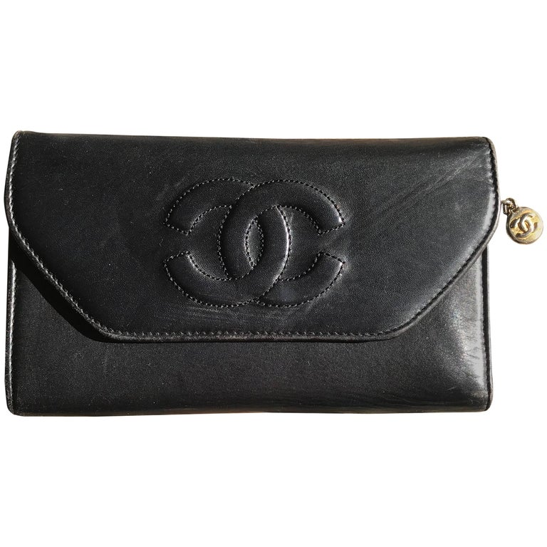 d8a5685ef0f7 Vintage CHANEL black leather wallet with large CC stitch mark. For Sale