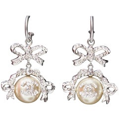 2004 Chanel gorgeous earrings representing a bow paved with rhinestones