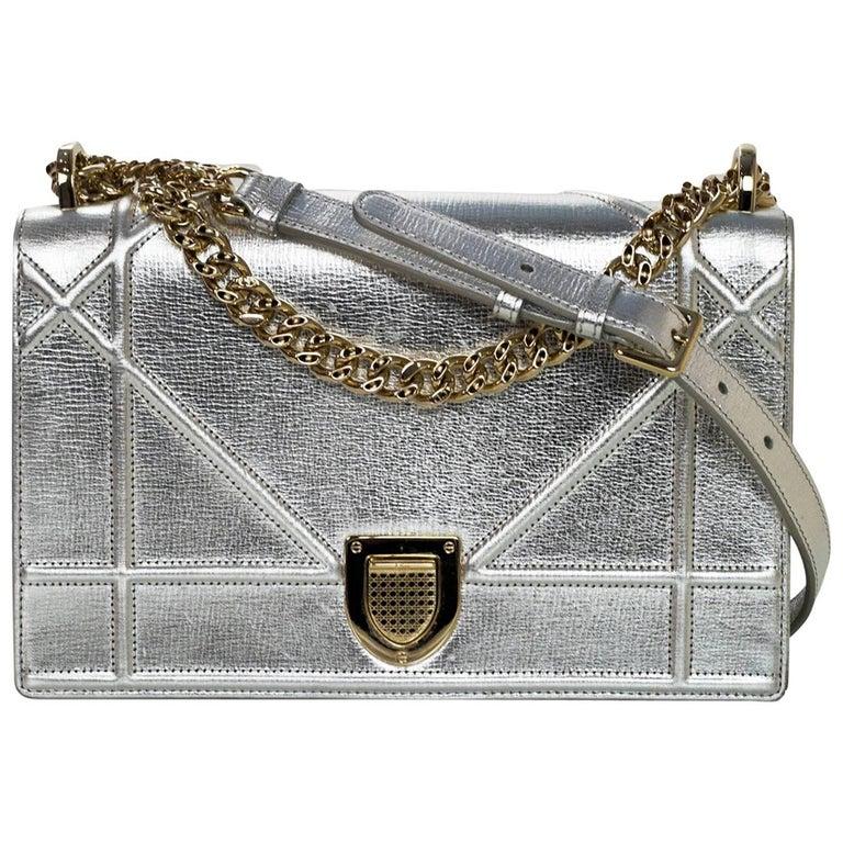 c5f6bbe5fab Christian Dior Silver Textured Leather Medium Diorama Flap Bag For Sale