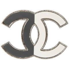 CHANEL CC Brooch in Two-ton Gray and Beige Ruthenium Metal