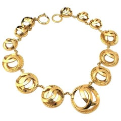 Chanel Vintage golden CC round mark charm and chain necklace