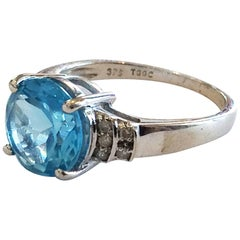 Modern Gold ring set with a Topaz and Diamonds