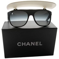 2014 Runway Limited Edition Chanel Visor Sunglasses Black White Cara Delevingne