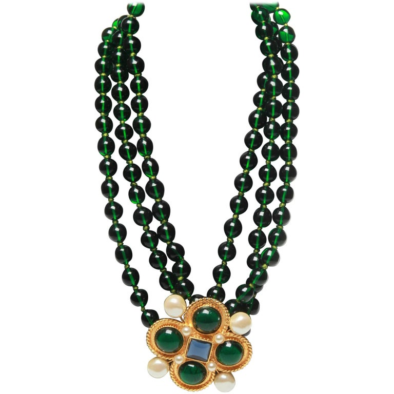 Chanel vintage large green necklace with brooch x4 green giproix stones For Sale