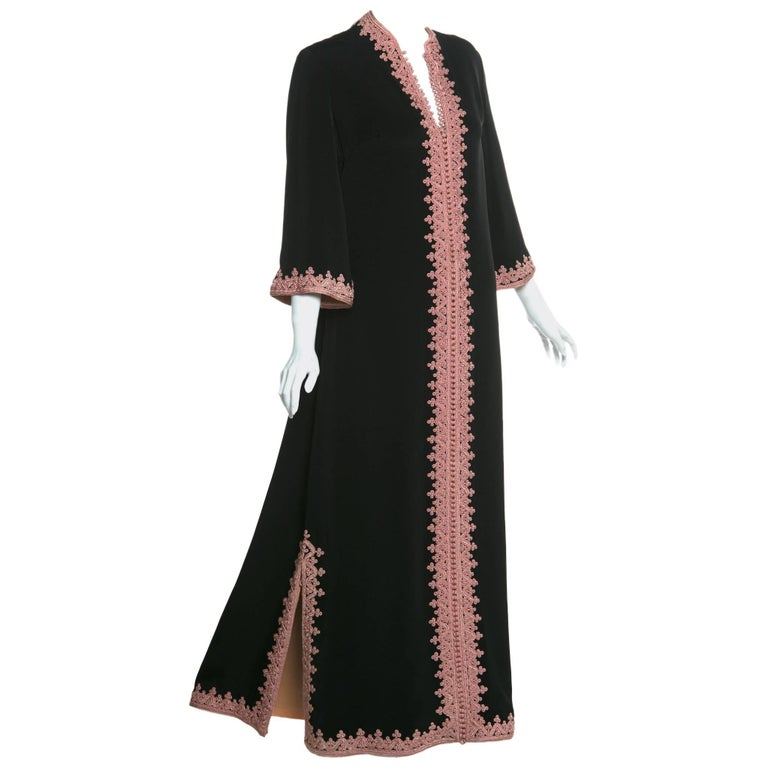 1970s Vintage  'De Velasco Boutique, Tanger' Black Silk Pink Embroidered Caftan For Sale