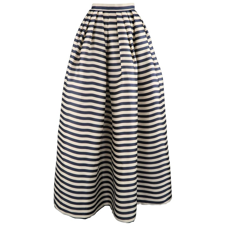 OSCAR DE LA RENTA Skirt Size 6 Cream and Navy Striped Silk Pleated ...