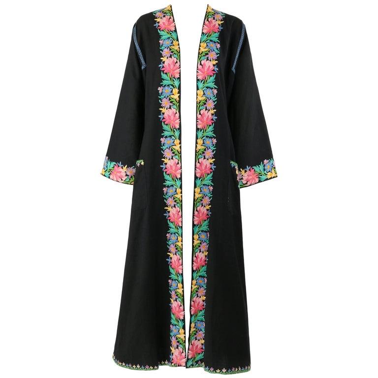 Vintage SUBHANA 'THE BEST' SRINAGAR Wool Floral Kashmiri Embroidered Robe / Coat