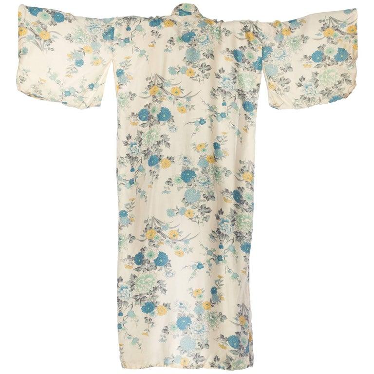 Delicate Asian Floral Japanese Kimono
