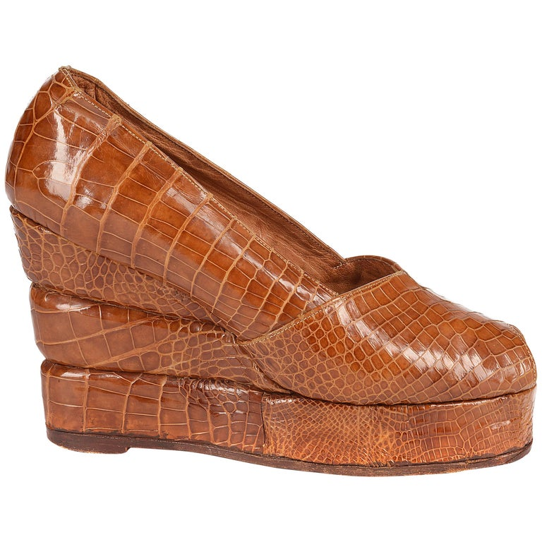 1940s tan crocodile open toe platform wedge shoes, sz 38 For Sale