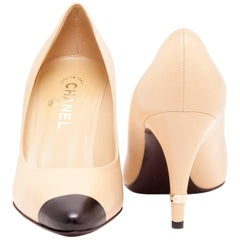 CHANEL Pumps in Smooth Black and Beige Two-tone Leather Size 38.5