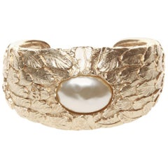 Chanel Fall 08 cuff with feather and oval pearl design