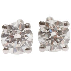 Lady's 18 ct white gold diamond earrings
